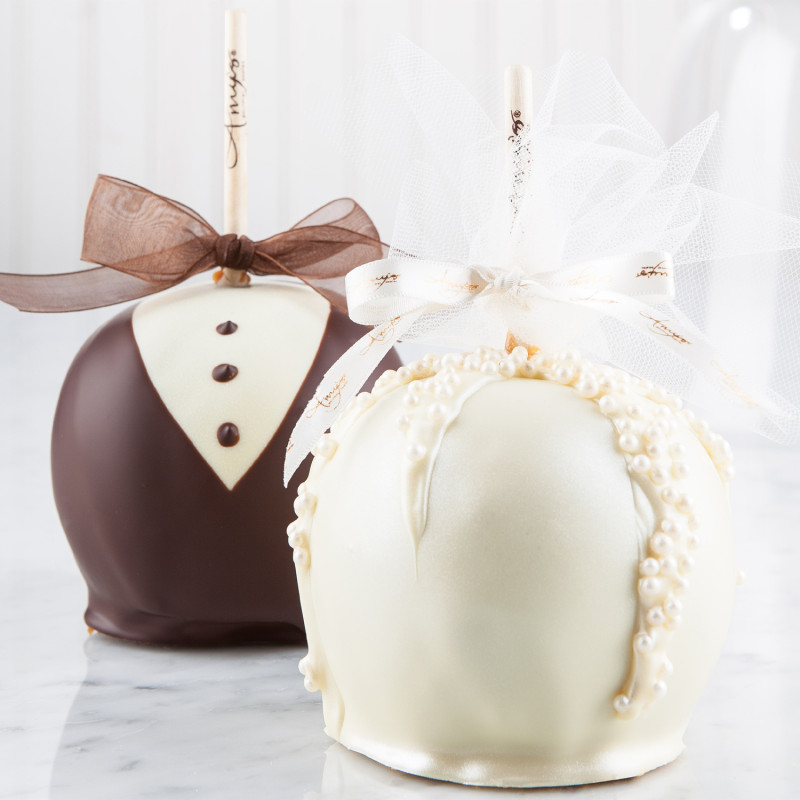 bride and groom candy apples caramel apple wedding favors